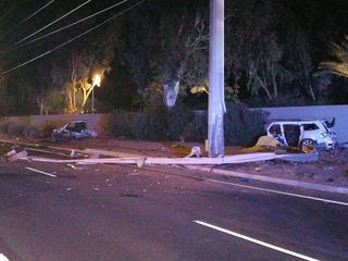 Teen dead after crashing into Scottsdale pole