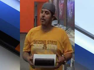 PHX PD: Man sought for robbing store at gunpoint