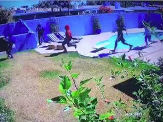 VIDEO: 5 suspects swarm Phoenix house
