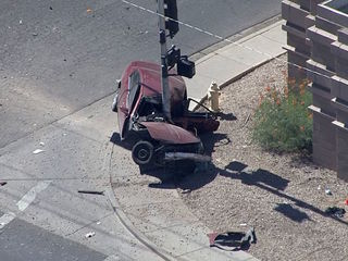 Glendale PD: 2 hurt after car crashes into pole