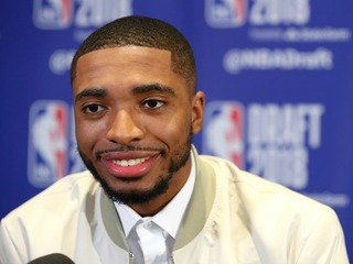 Suns trade up to obtain Mikal Bridges in draft