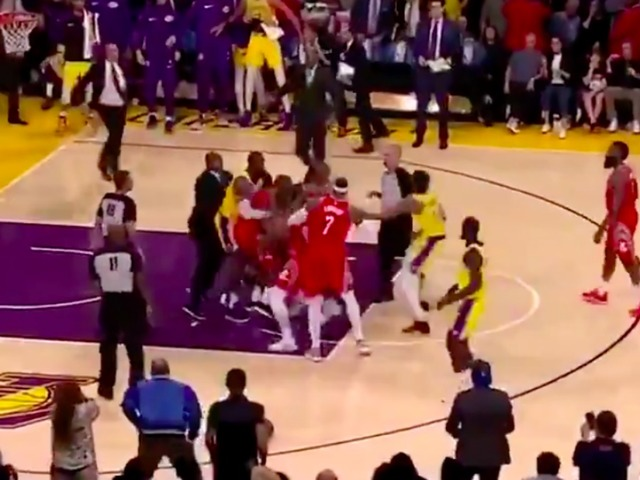 Video Lakers Rockets Players Brawl In Los Angeles