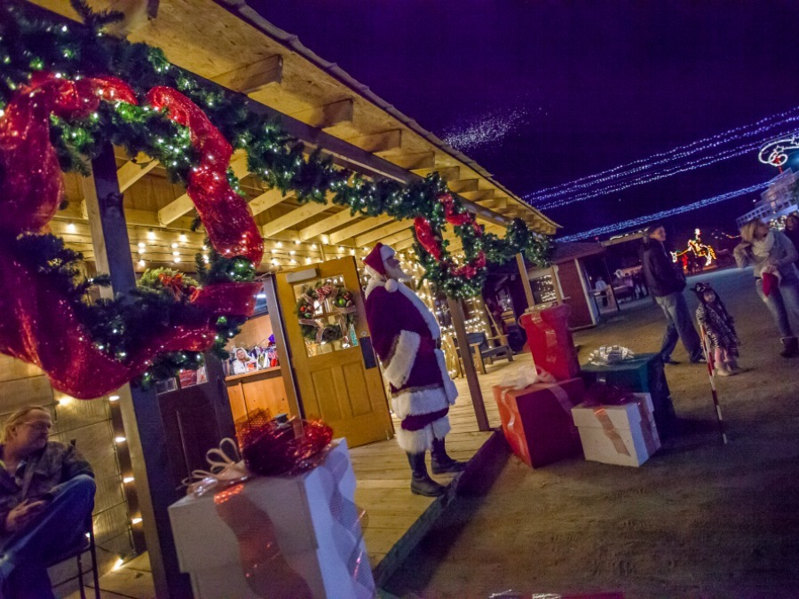 The Great Christmas Light Fight 2019.Phoenix Holiday Lights 2018 The Top Light Shows Around The